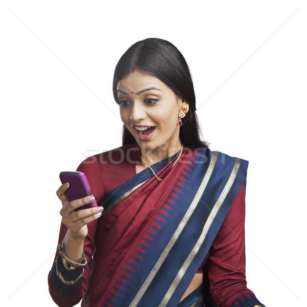 伝統的に インド 女性 携帯電話 見える 驚いた ストックフォト © imagedb