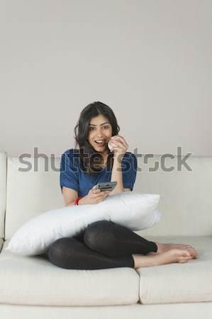 женщину яблоко смотрят телевизор весело Сток-фото © imagedb