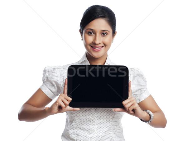 портрет деловая женщина цифровой таблетка улыбаясь Сток-фото © imagedb