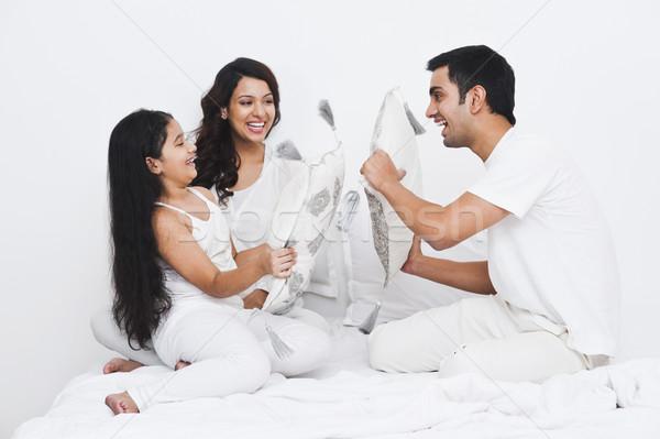 счастливая девушка отец кровать семьи девочек Сток-фото © imagedb