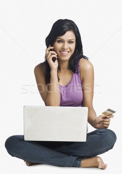Kadın alışveriş çevrimiçi konuşma cep telefonu iş Stok fotoğraf © imagedb