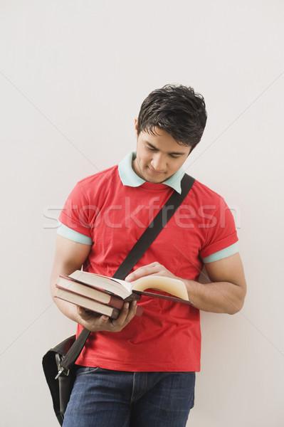 男 壁 読む 図書 教育 ストックフォト © imagedb