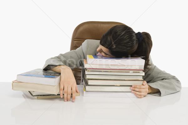 Stock foto: Geschäftsfrau · schlafen · Schreibtisch · Büro · Buch · Arbeit
