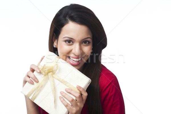 Portret gelukkig vrouw geschenkdoos leuk Stockfoto © imagedb
