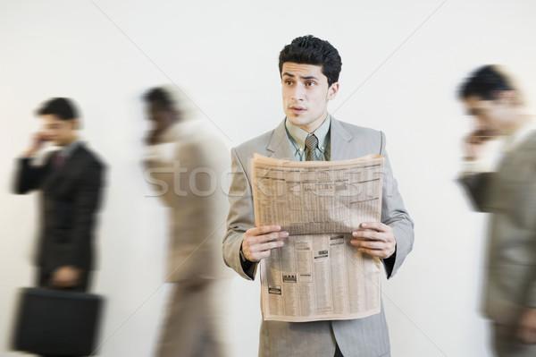 Geschäftsmann Lesung Zeitung Kollegen Business News Stock foto © imagedb