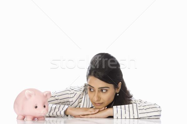 ストックフォト: クローズアップ · 女性実業家 · 見える · 貯金 · 肖像 · 笑みを浮かべて