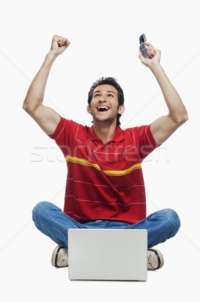 Foto stock: Homem · laptop · telefone · móvel · comunicação