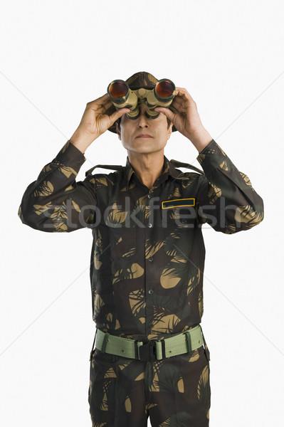Armée soldat regarder jumelles homme objet Photo stock © imagedb