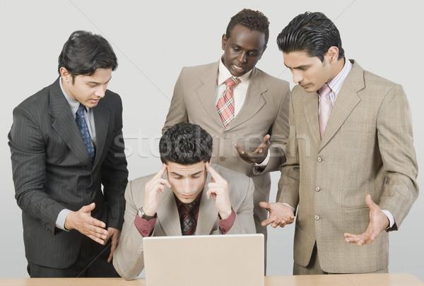 4 ビジネスマン 見える ノートパソコン ビジネス ストックフォト © imagedb