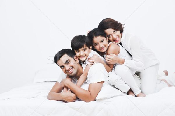 Portrait famille heureuse lit famille mère amusement Photo stock © imagedb