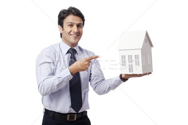 Zakenman wijzend model home business man Stockfoto © imagedb