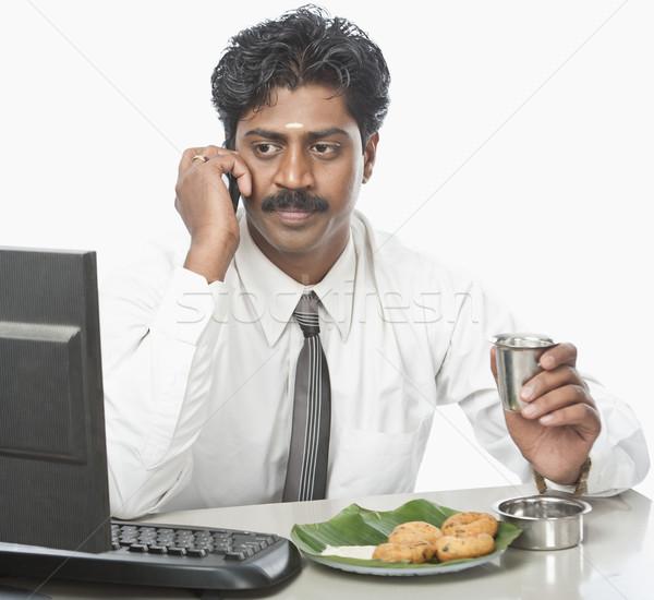 Sul indiano empresário trabalhando escritório comida Foto stock © imagedb