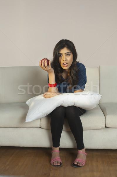 женщину яблоко смотрят телевизор молодые Сток-фото © imagedb
