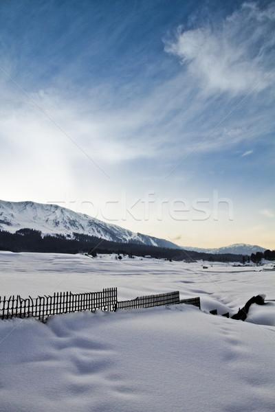 Neve coberto paisagem montanha alcance céu Foto stock © imagedb
