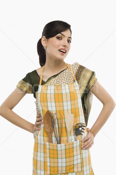 домохозяйка фартук Постоянный позируют Сток-фото © imagedb