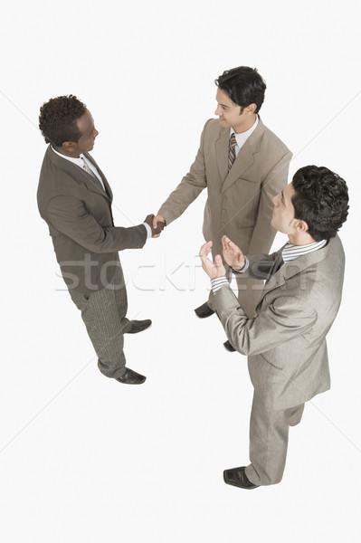 Dwa biznesmenów drżenie rąk inny biznesmen Zdjęcia stock © imagedb