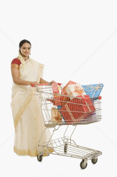 Kadın hediyeler alışveriş sepeti mutlu güzellik Stok fotoğraf © imagedb