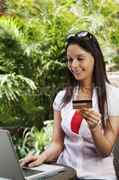 Vrouw winkelen online internet laptop financieren Stockfoto © imagedb