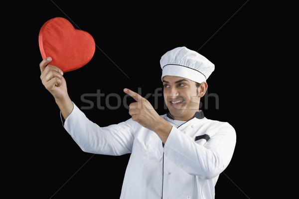 Szakács mutat szív alak ajándék szeretet szolgáltatás Stock fotó © imagedb