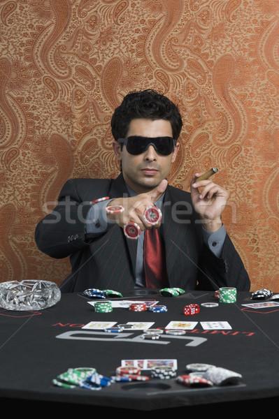 Homem cassino tabela jogo charuto sessão Foto stock © imagedb