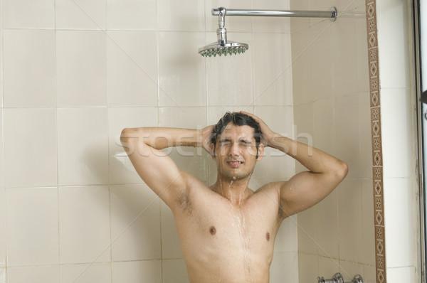 Genç duş adam ev Stok fotoğraf © imagedb