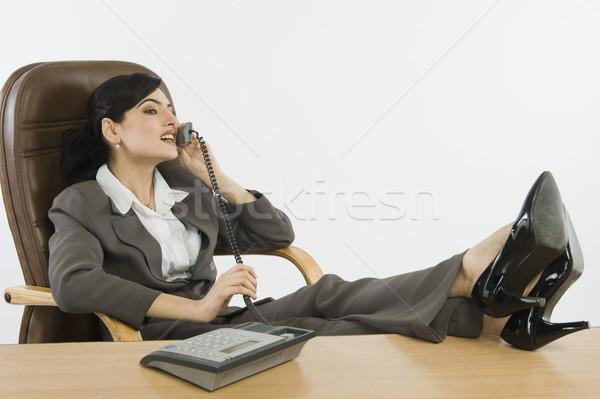 Mujer de negocios hablar teléfono oficina escritorio comunicación Foto stock © imagedb