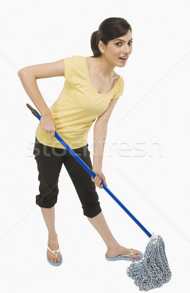 Vrouw schoonmaken vloer huis werken schone Stockfoto © imagedb