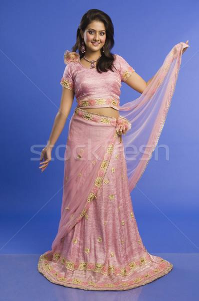 Retrato mujer hermosa posando tradicional rosa vestido Foto stock © imagedb