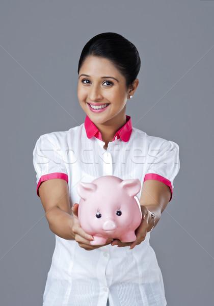 Portret vrouw spaarvarken financieren jonge Stockfoto © imagedb