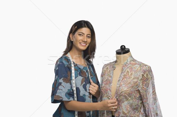 Vrouwelijke mode ontwerper jurk etalagepop glimlachend Stockfoto © imagedb