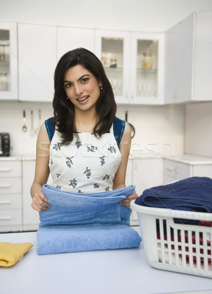 Vrouw glimlachend wasserij geluk plank voorbereiding Stockfoto © imagedb