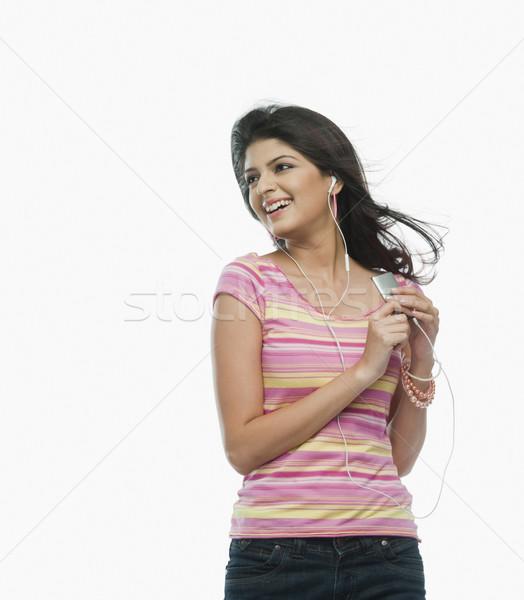 Nő hallgat mp3 lejátszó mosolyog jókedv farmer Stock fotó © imagedb