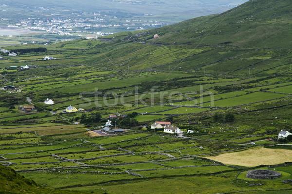 Magasról fotózva kilátás gyűrű köztársaság hegy mező Stock fotó © imagedb