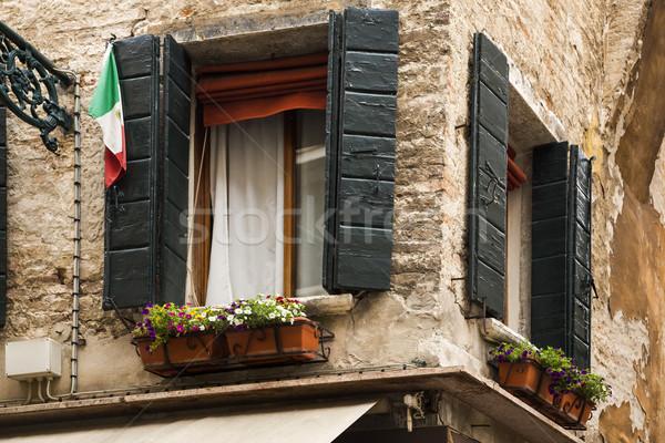 Alulról fotózva kilátás ablak doboz Velence virág Stock fotó © imagedb