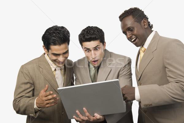 Három üzletemberek áll laptop üzlet üzletember Stock fotó © imagedb