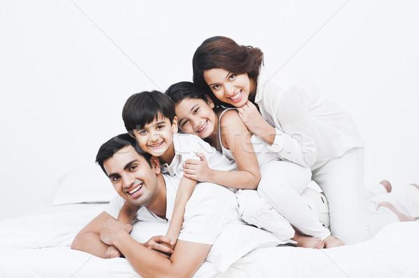 Stok fotoğraf: Portre · mutlu · aile · yatak · aile · anne · eğlence