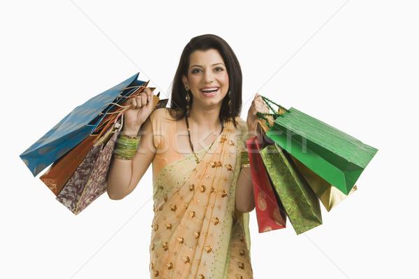 Nő tart bevásárlótáskák fiatal ajándék kiskereskedelem Stock fotó © imagedb