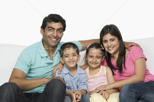 Portret szczęśliwą rodzinę posiedzenia kanapie uśmiechnięty mężczyzna Zdjęcia stock © imagedb
