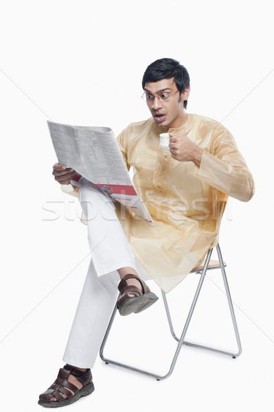 Adam okuma gazete çay sandalye fincan Stok fotoğraf © imagedb