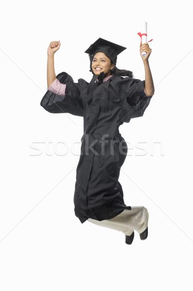 Portret vrouwelijke afgestudeerde juichen diploma vrouw Stockfoto © imagedb