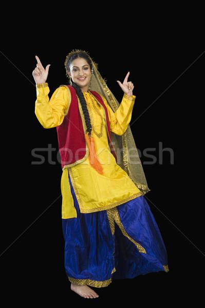 Mujer tradicional vestido baile retrato sonriendo Foto stock © imagedb