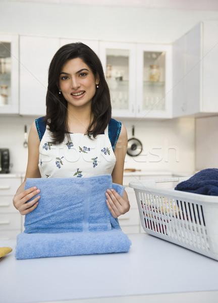 Nő mosolyog szennyes boldogság polc előkészítés Stock fotó © imagedb