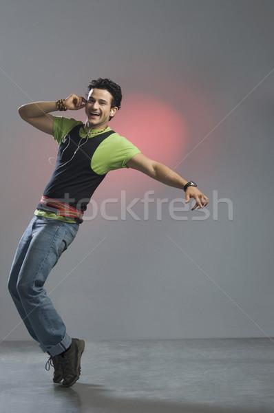 Portret człowiek słuchanie muzyki moda zabawy cool Zdjęcia stock © imagedb