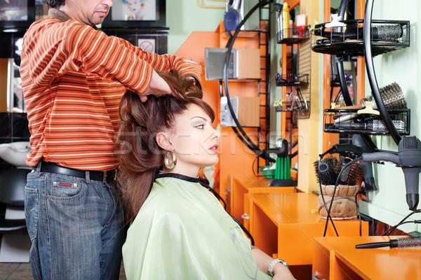 Massaggio parrucchiere parrucchiere dare cliente ragazza Foto d'archivio © imarin