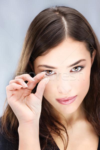 Lente de contato mulher jovem dois dedos olho Foto stock © imarin