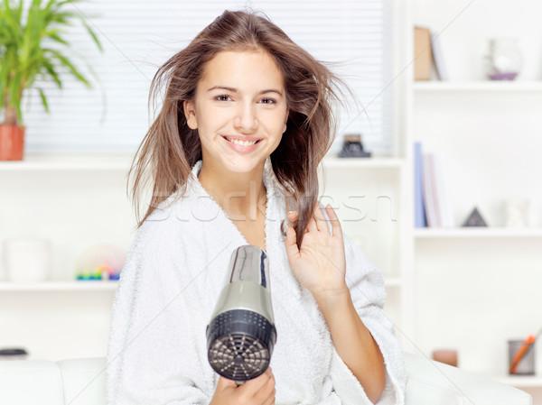 Vrouw haren home jonge vrouw gelukkig gezondheid Stockfoto © imarin