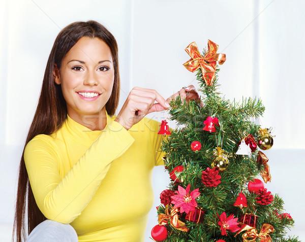 Nő karácsonyfa csinos fiatal nő otthon doboz Stock fotó © imarin
