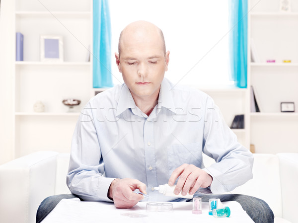 Férfi tiszta kontaktlencsék otthon környezet kontaktlencse Stock fotó © imarin