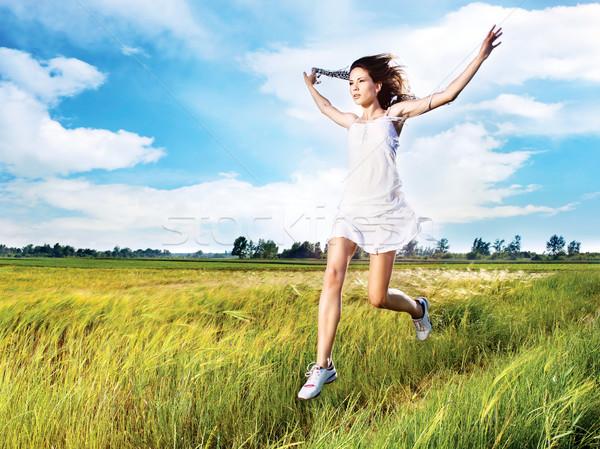 Vrouw lopen veld mooie vrouw wolken zon Stockfoto © imarin