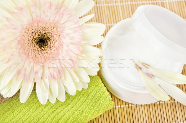 Grünen Handtuch Hautpflege Produkt schönen Blume Stock foto © imarin